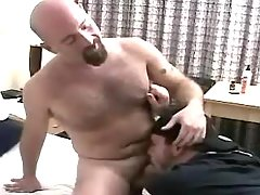 Horny ready chap sucks bear man-lover