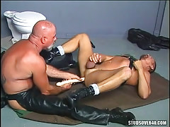 Old bear twink in leather dildofucks man on floor