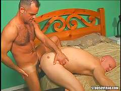 Mature bear man-lover makes love dilf in doggy style